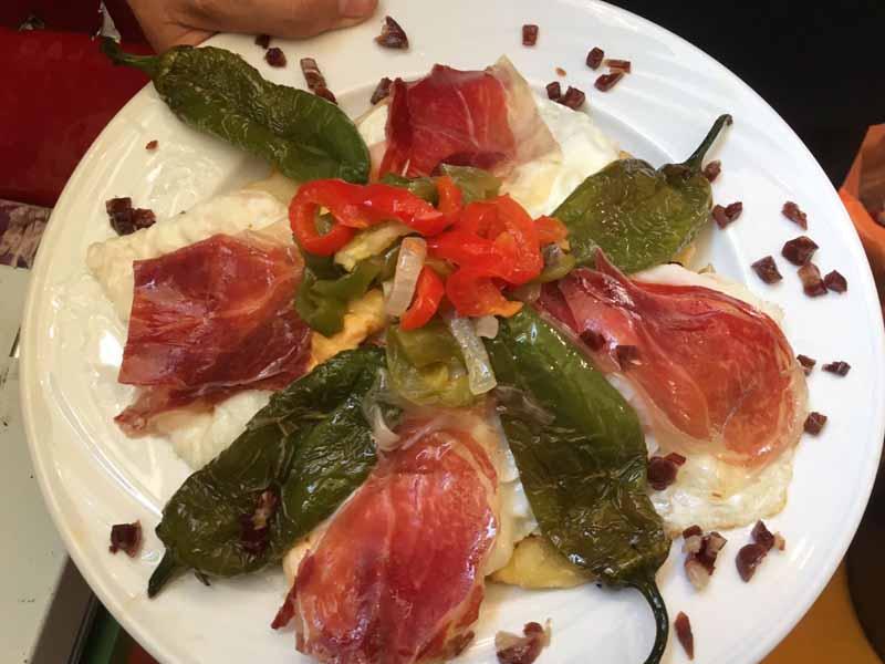 Pimientos, jamón y huevos Catering Domingo Árias