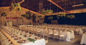 Banquete de boda en nave industrial